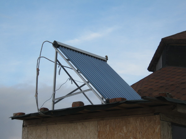 Солнечный коллектор на крыше