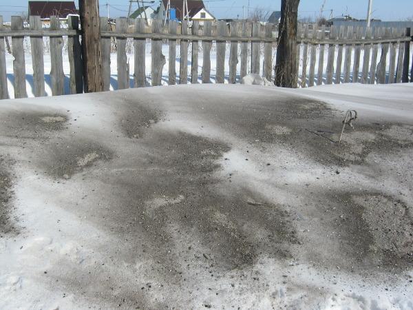 Зола ускоряет таяние снега